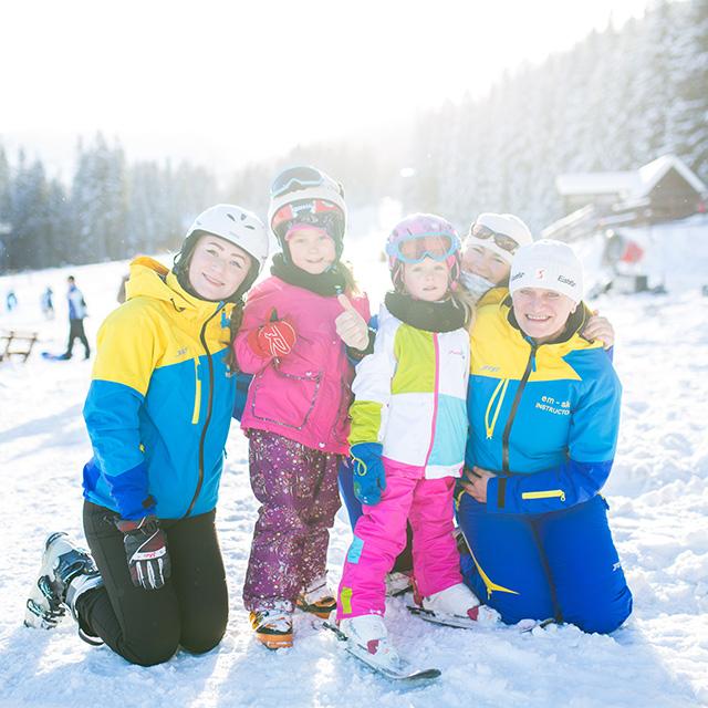 instruktori snowboardova a lyziarska skola
